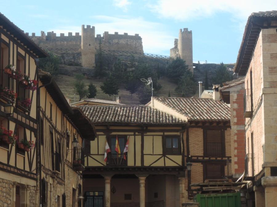 El castillo, airoso sobre Peñaranda