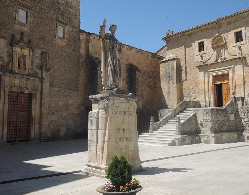 Estatua a Santo Domingo de Guzmán