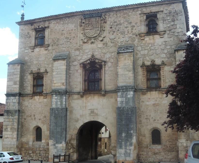 Archivo de Indias y puerta de la villa