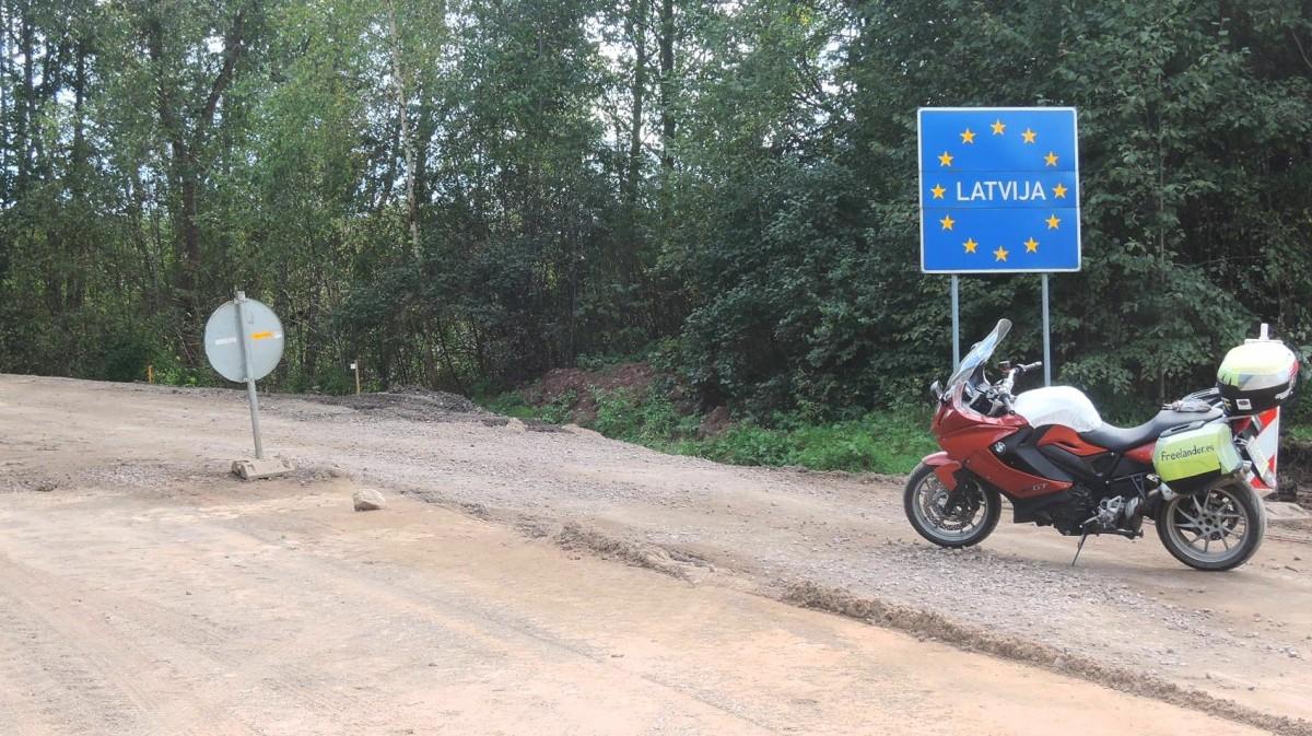 Carretera en obras entre Estonia y Letonia