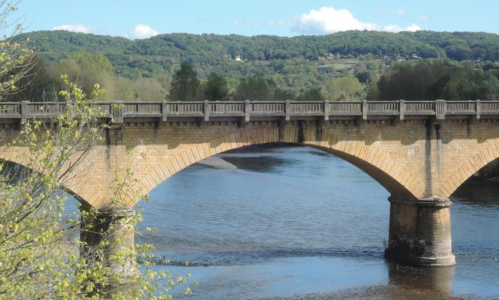 Detalle del puente: la pasarela es de madera