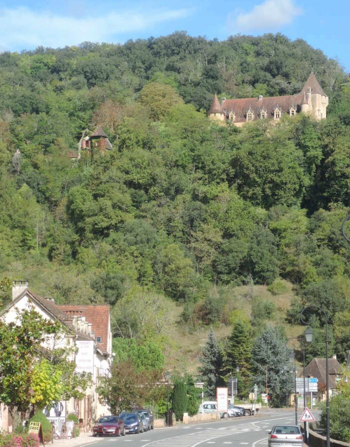 Boscosas laderas sobre el río Vézière