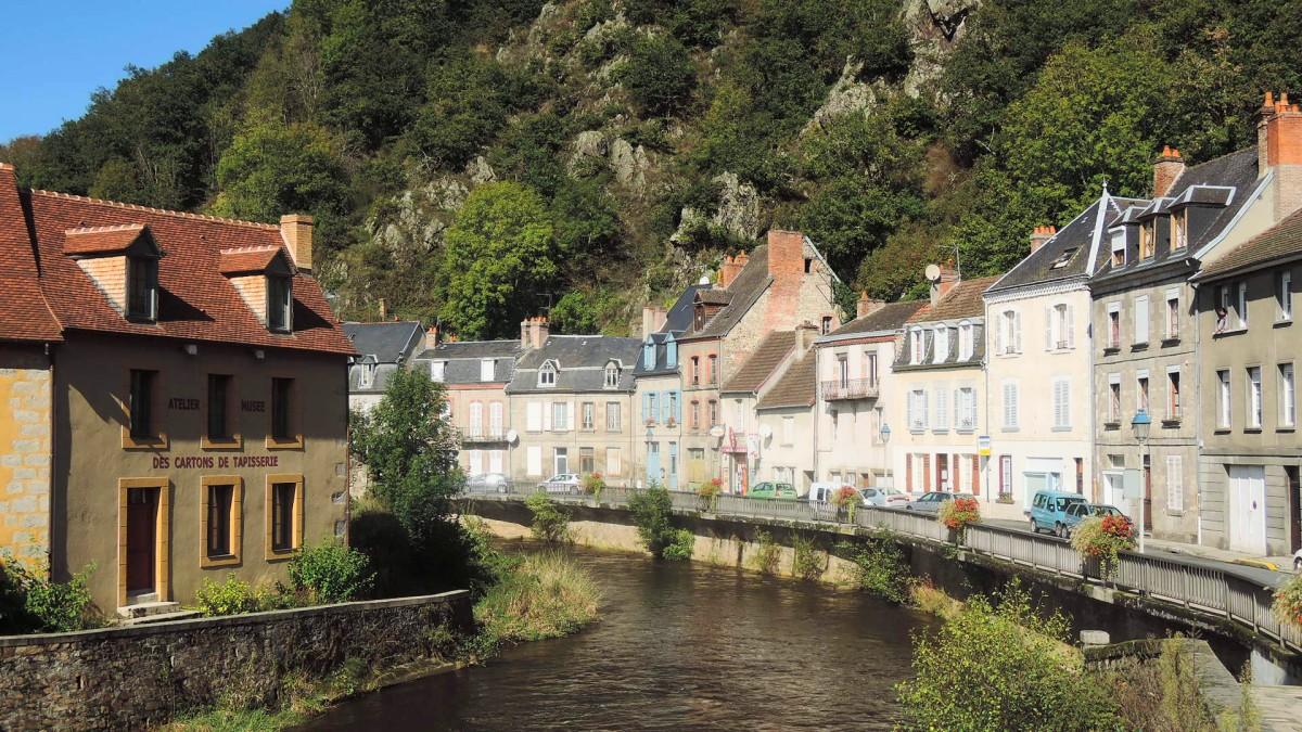 El río XXX a su paso por Aubusson
