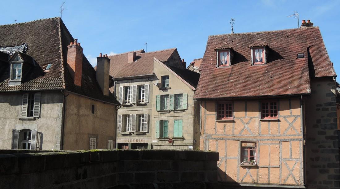 Casas junto al puente