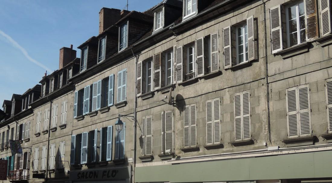 Línea de fachadas y contraluces