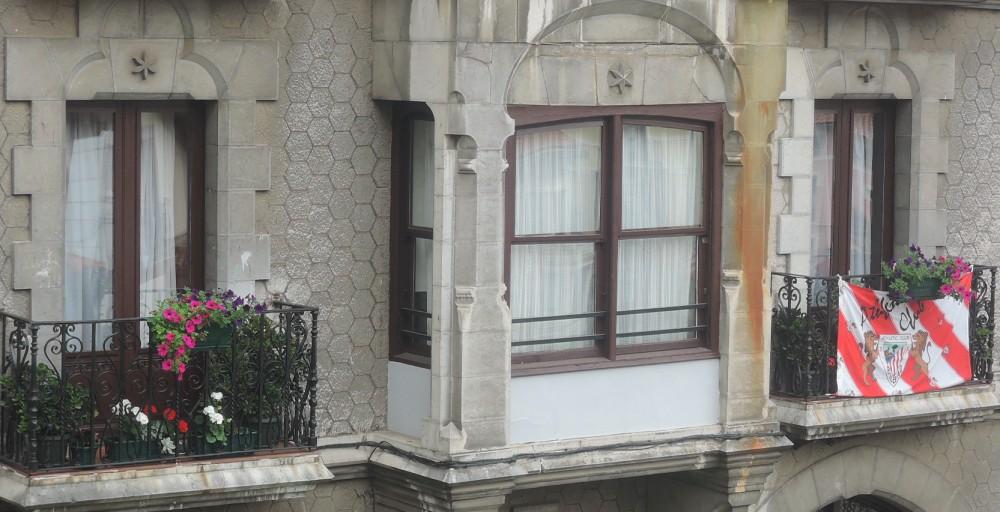 ...y sobre todo la bandera del Atlético de Bilbao