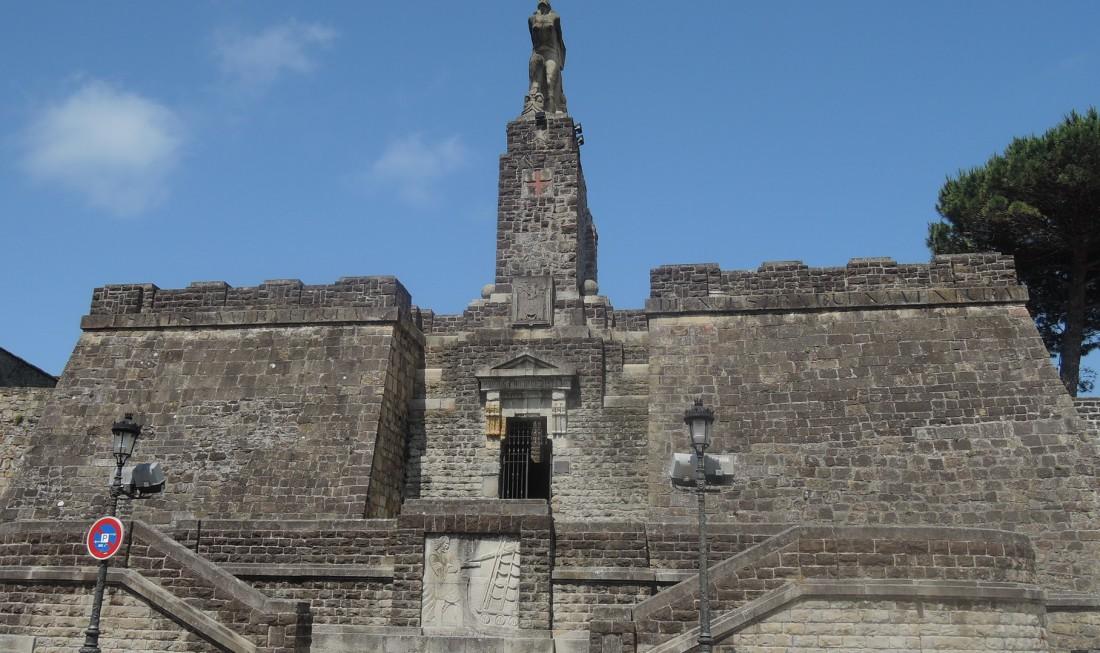 Conjunto arquitectónico en homenaje al famoso viaje de Elcano